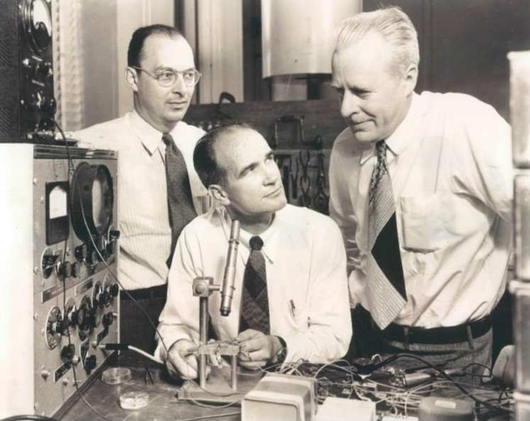 Bardeen, Shockley, and Brattain of Bell labs, 1948.