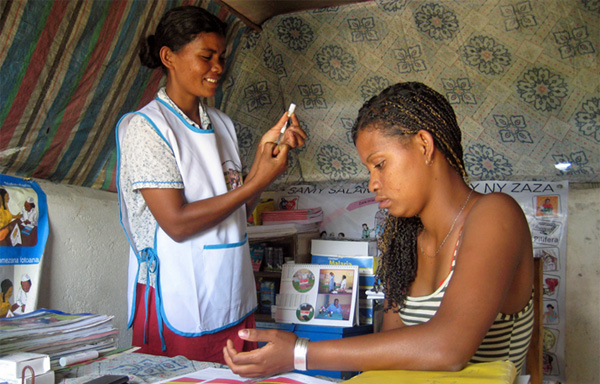 Empowering Rural Malagasy Women with Modern Family Planning {Photo credit: Photo: F. Saholiarisoa/MSH}