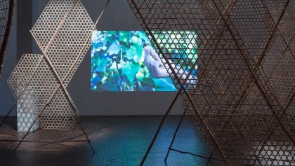 Toli toli, Installation et projection vidéo, Berlin Biennal 2018, Minia Biabiany©