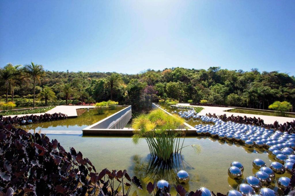 Narcissus Garden présentée pour la première fois en 1966 à la Biennale de Venise, Yayoi Kusama©