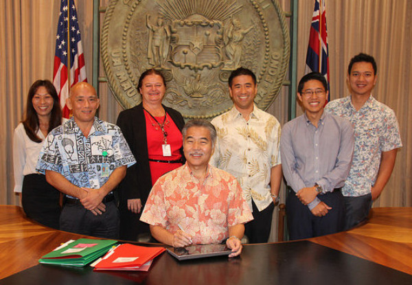 Gov. Ige with the eSign Services team
