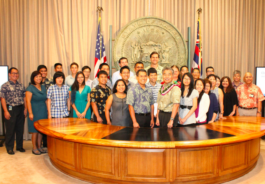 Gov. Ige with TIP Summer 2015 interns, coordinators and project sponsors [photo]