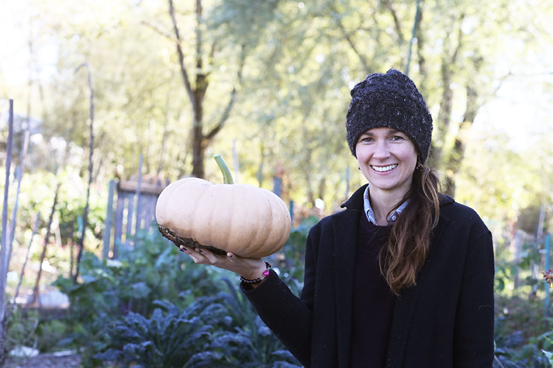 shannon-holding-pumpkin
