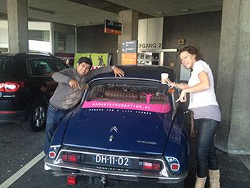 Hilde en Visma en de Namasté auto