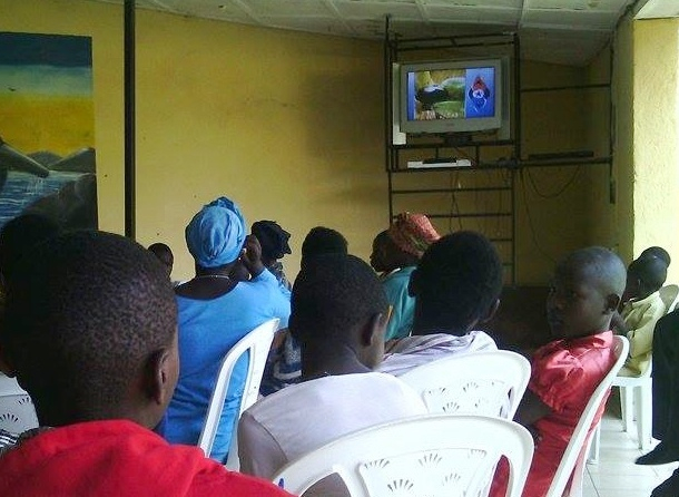 Health workers in Rwanda learn how to use DVDs