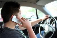 SMS am Steuer? Besser mit Handyhalterung