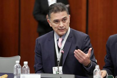 Pérez de Acha: renounced his salary