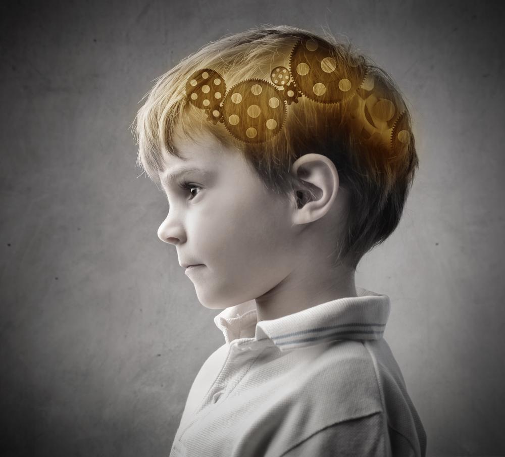 Afbeelding jongen met tandwieltjes in zijn hersenen