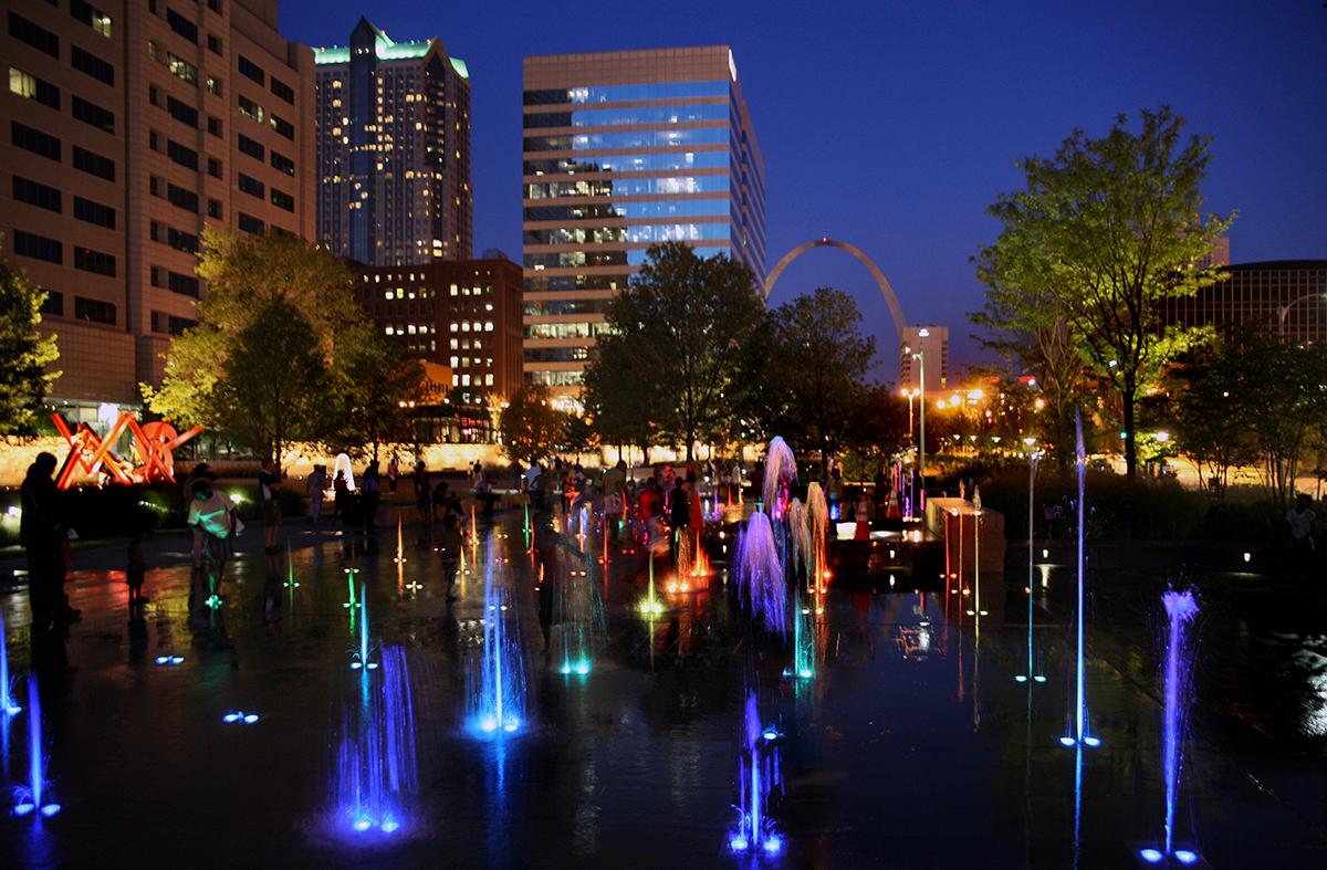 Night View of Splash Fountain at Citygarden