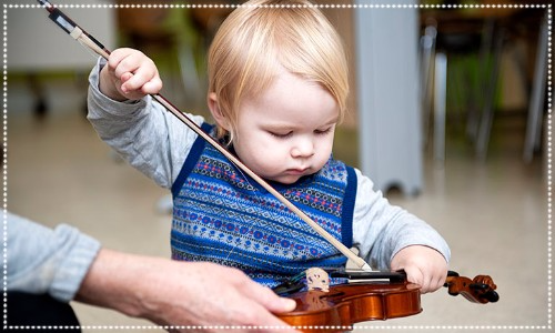 Baby with violin