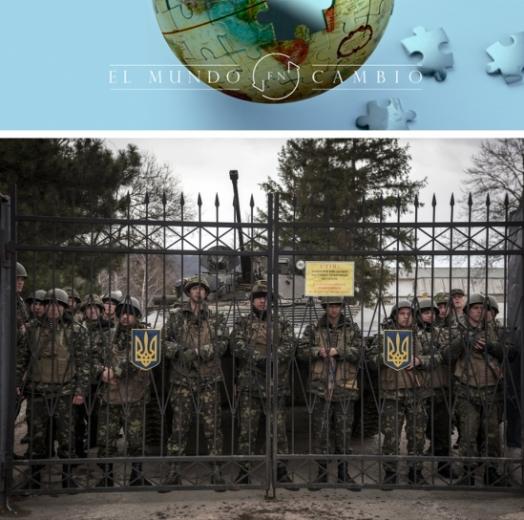 Soldados ucranianos vigilan la puerta de su base militar de Perevalnoye (Crimea) este mismo domingo. ©Sergey Ponomarev - The New York Times