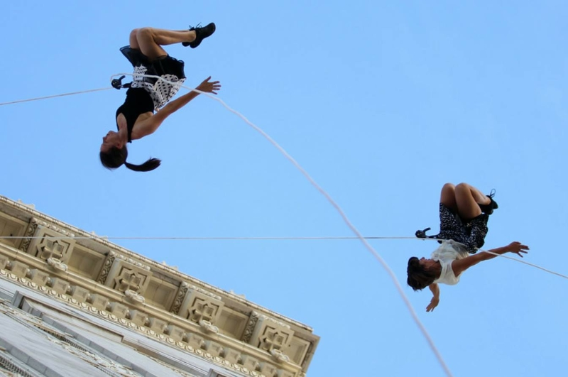BANDALOOP on Oakland City Hall