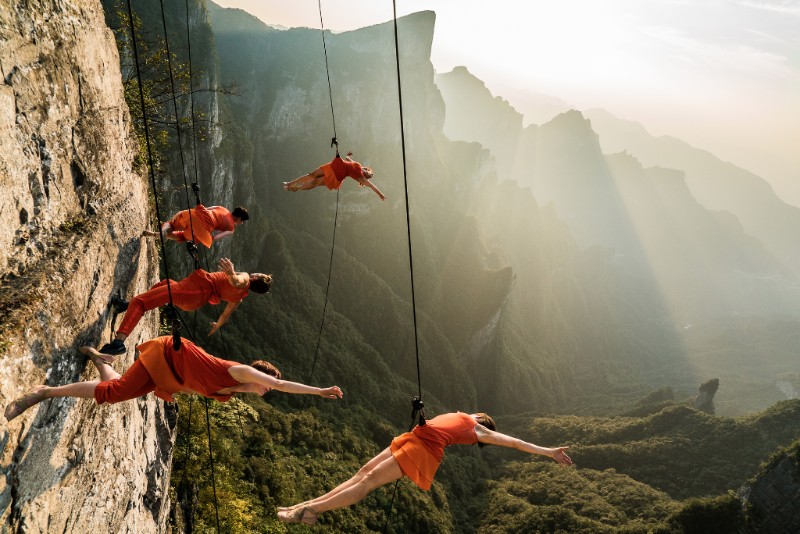 BANDALOOP on Tianmen Mountain, China
