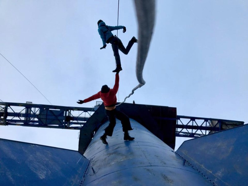 Barents Spektakel, Norway | BANDALOOPers Becca Dean + Melecio Estrella | Photo: Braden Mayfield