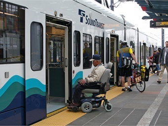 Wheelchair-accessible boarding platform