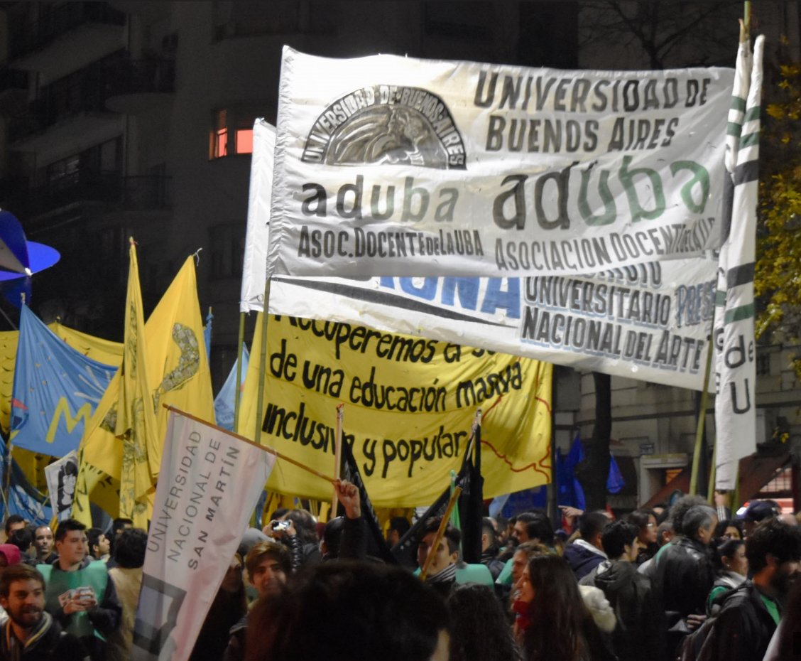 MASIVA MARCHA DE LA COMUNIDAD UNIVERSITARIA