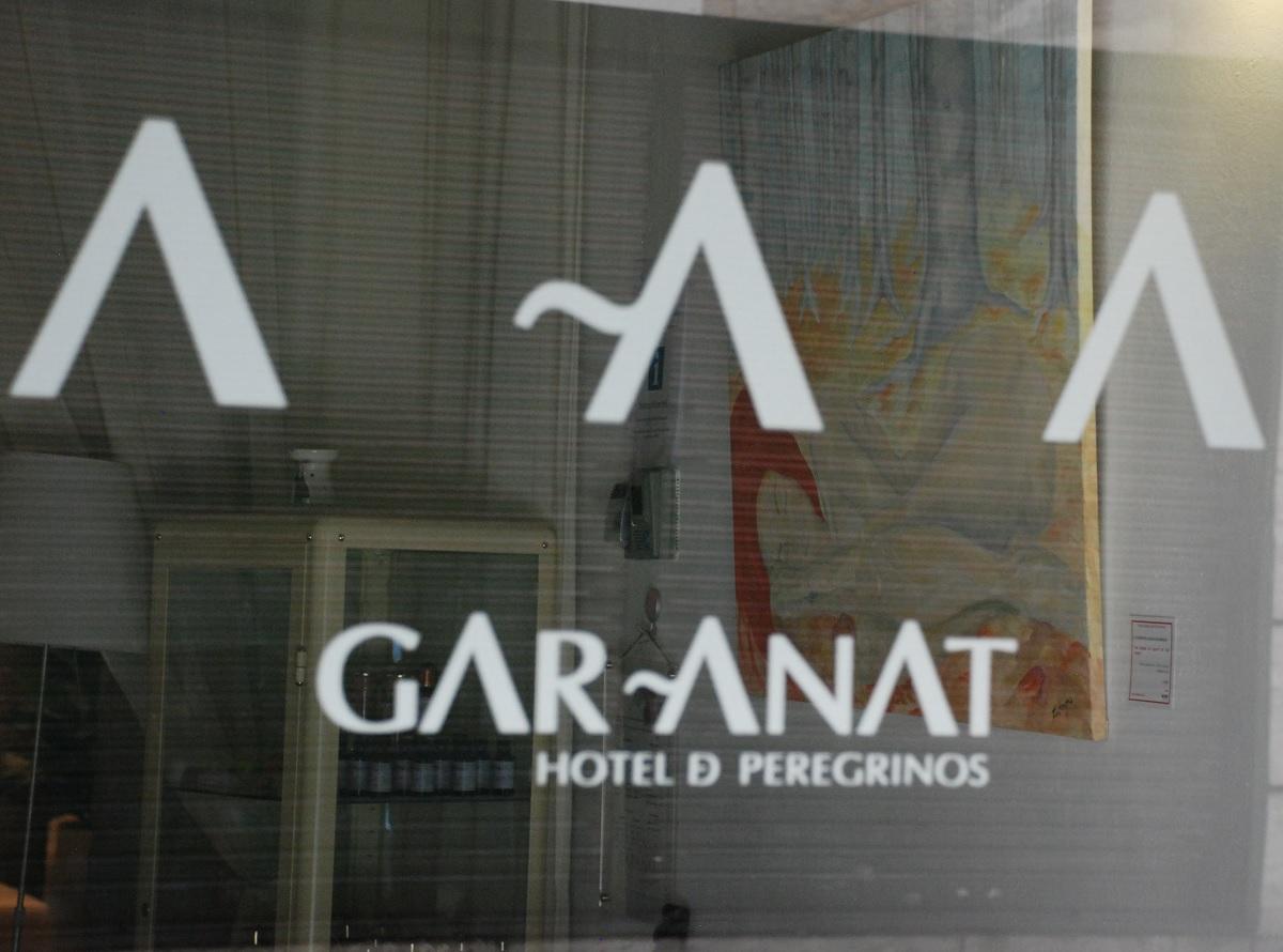 Entrada Hotel GarAnat. El sueño de la bella del bosque