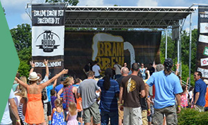 photo of people enjoying the Bram Brew Fest