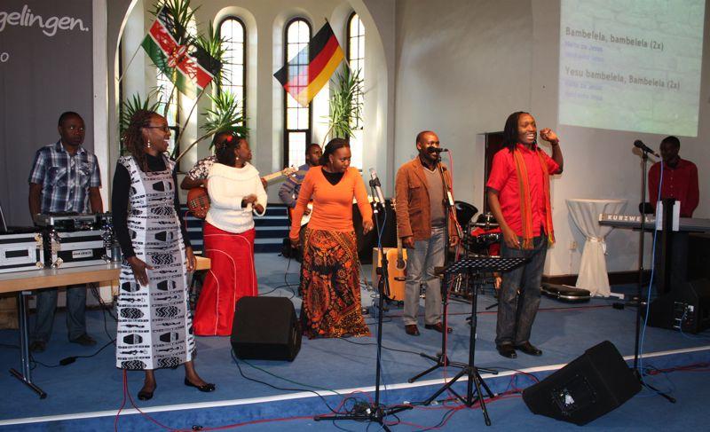 Kenianer im Gottesdienst