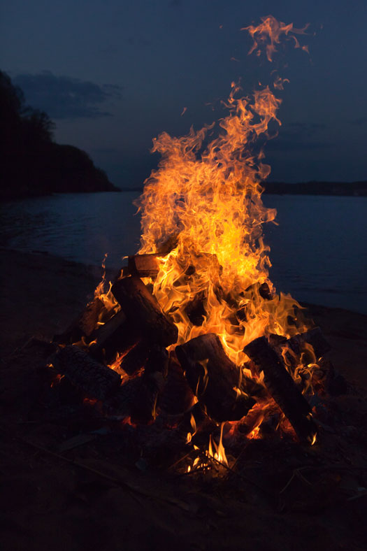 Bonfire on the Hudson at Alpine. Photo by Anna Gordon.