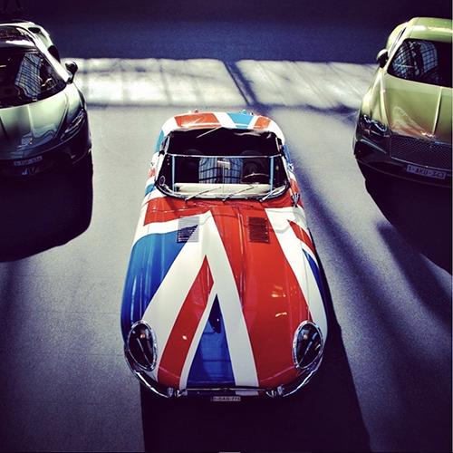 3 auto's op een rij op de expo 'So British'