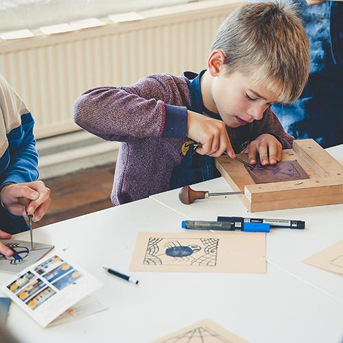 kinderen in het industriemuseum