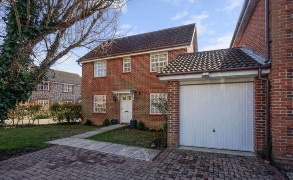Foxbridge Drive, Hunston, Chichester 3 bed house