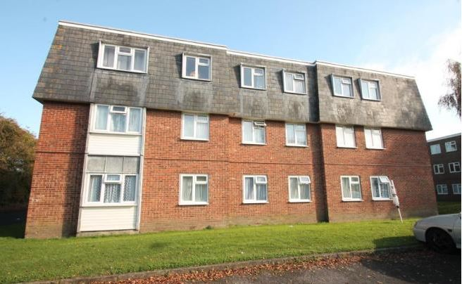 Charles Avenue, Chichester, 2 bed flat