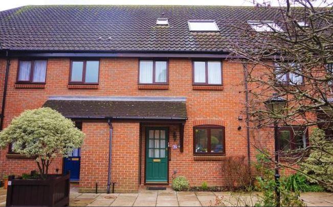 3 bed house, Bishopsgate Walk, Chichester