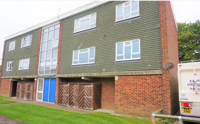 2 bed flat, Bishop Luffa Close, Chichester