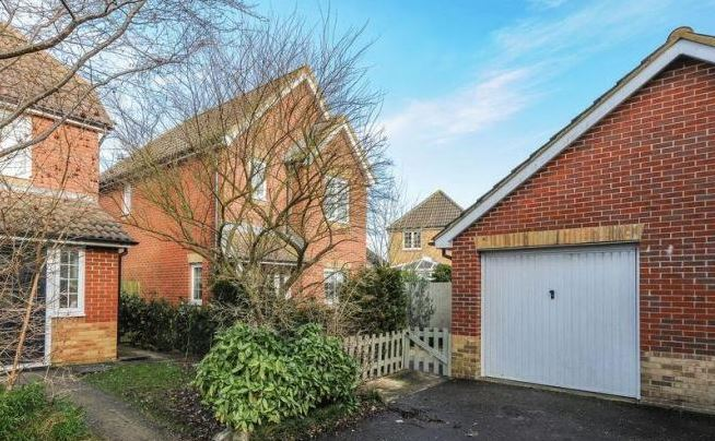 3 bed house, Deer Close, Chichester