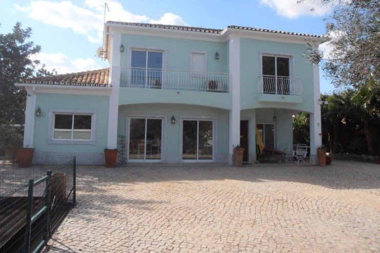 3-bed villa for sale in Loule