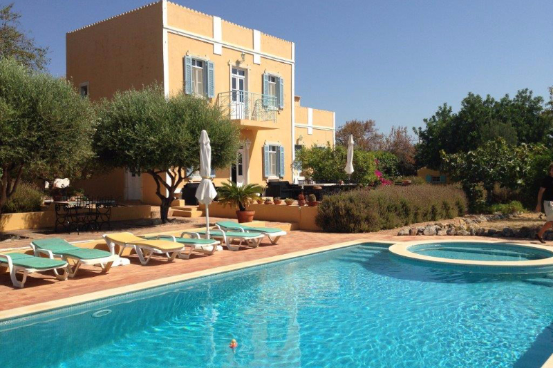 4-bed farmhouse for sale in Loule
