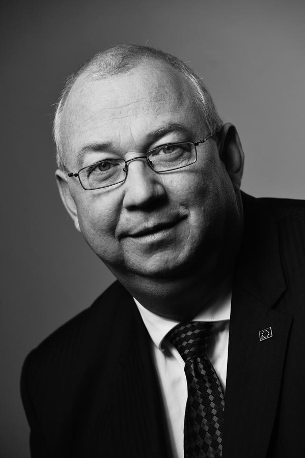 Ralph M Ertner