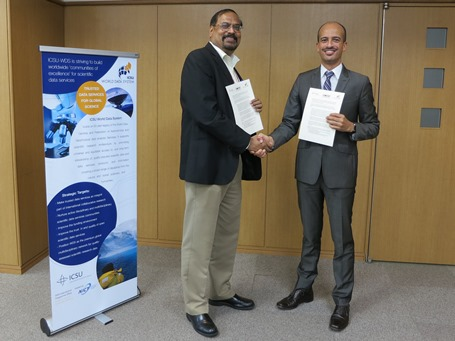 Dr Nat Gopalswamy and Dr Mustapha Mokrane sign a Letter of Agreement between SCOSTEP and WDS
