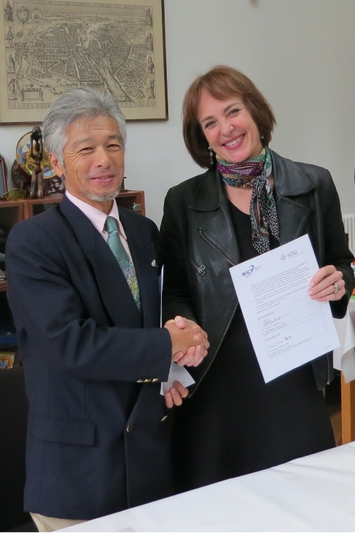 Dr Tomita and Dr Hackmann sign new hosting agreement for WDS-IPO