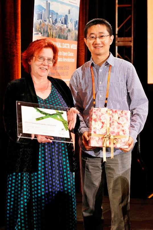SC Chair, Sandy Harrison (left) with 2015 Data Stewardship Award winner, Yaxing Wei at SciDataCon 2016