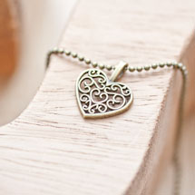 Pendentif Petit coeur filigrane plat Bronze vieilli
