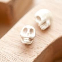 Perle en porcelaine 13x11mm Tête de mort Fumé