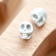 Perle en porcelaine 13x11mm Tête de mort Gris