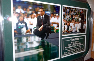 Tom Izzo signed photograph