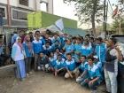 Рабочие обувной фабрики в Индонезии дежурят в пикете, требуя зарплаты