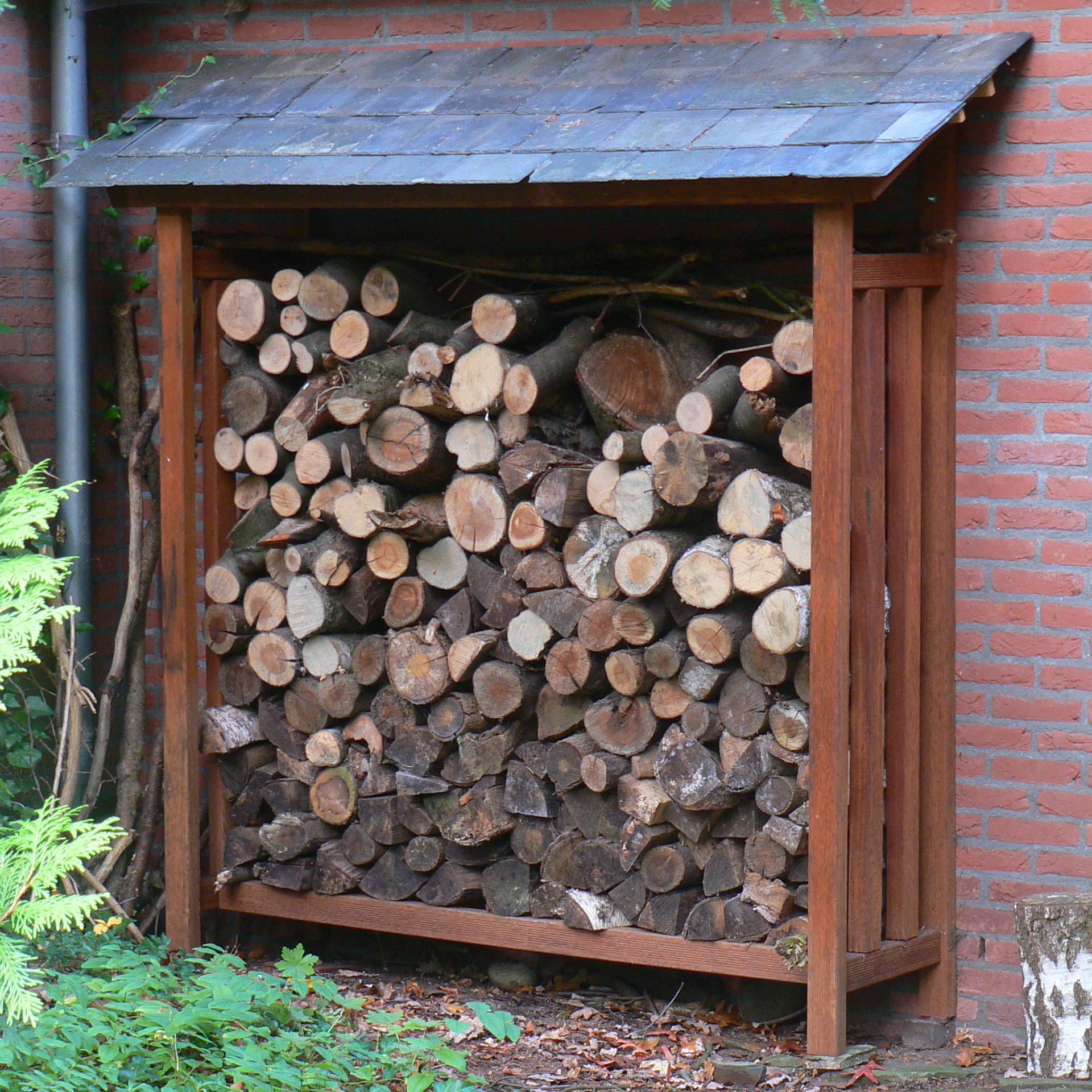 Haardhouthok van verantwoord hout met leisteen dak