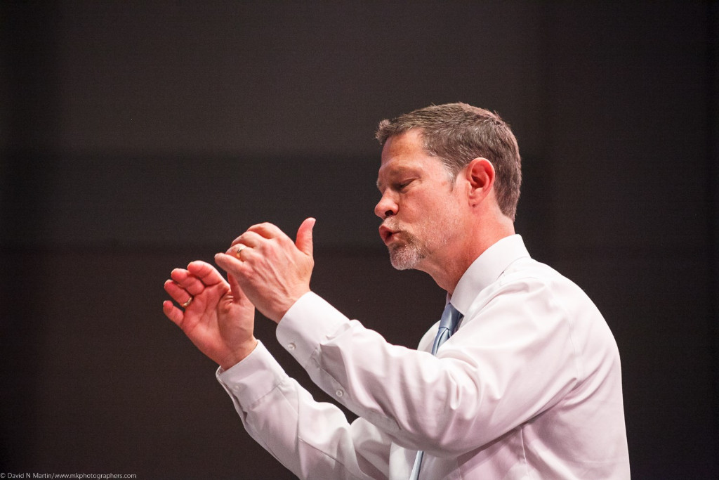 Barry Magee conducting