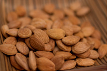 Raw Almonds facilitate weight loss, boost memory, reduce bad cholesterol and decrease blood sugar & body fat