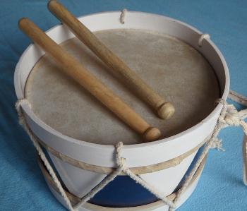 https://pixabay.com/de/trommel-holztrommel-instrument-107048/