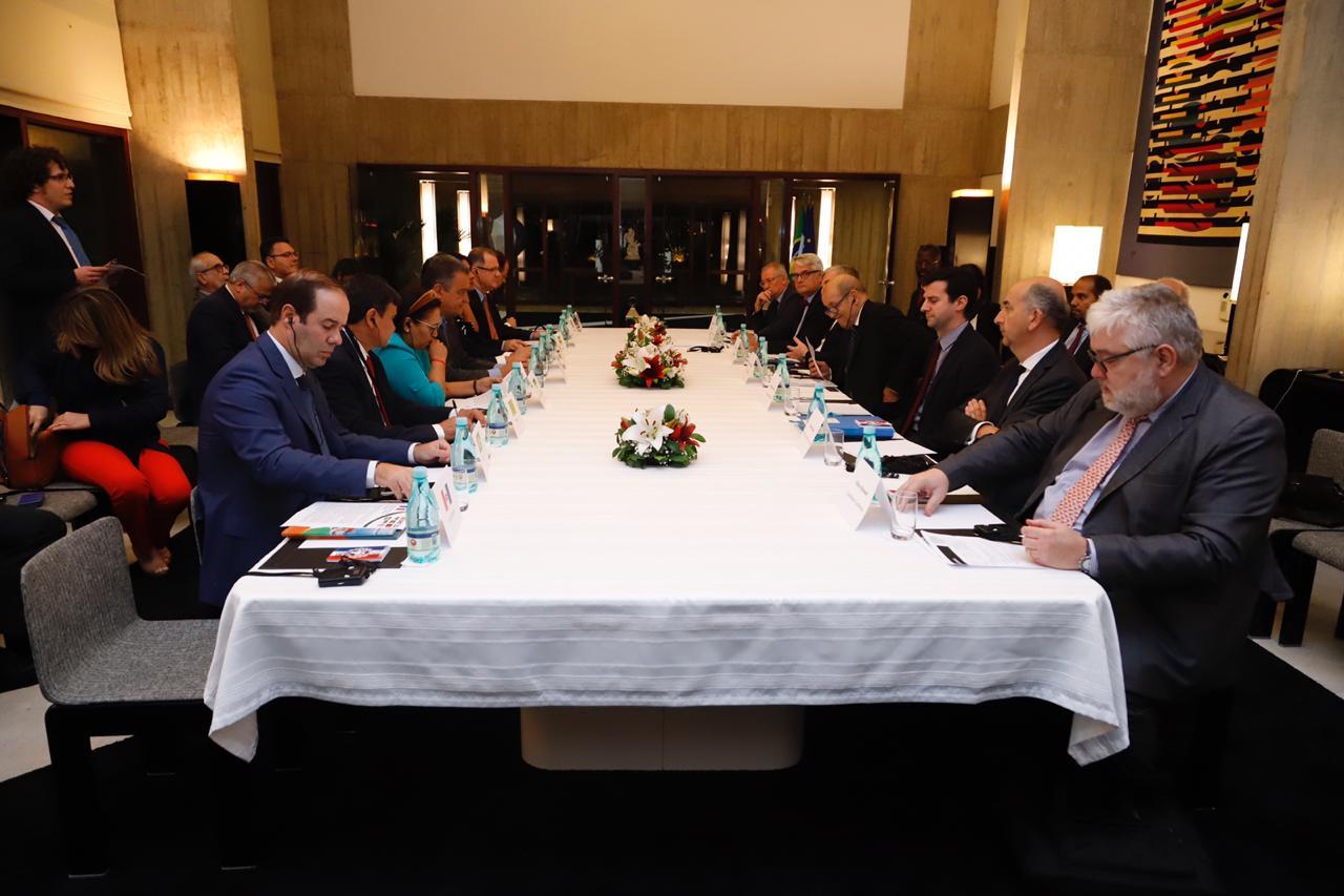 Governadores do Nordeste com o ministro francês de negócios, Jean-Yves Le Drian