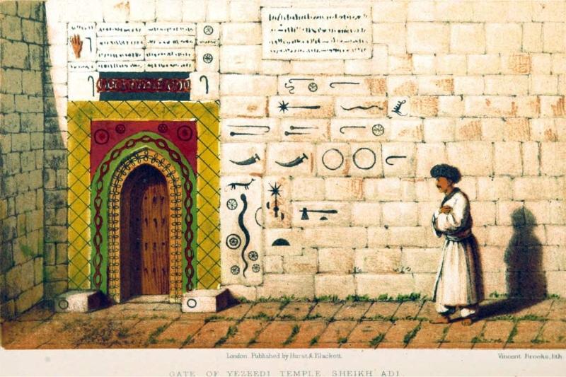 Puerta al templo yezidi de Sheikh Adi