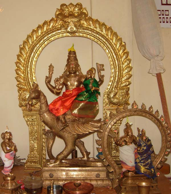 Jnanamalai: the utsavar moorti – Murugan with Valli in his lap