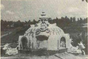 The first gopuram